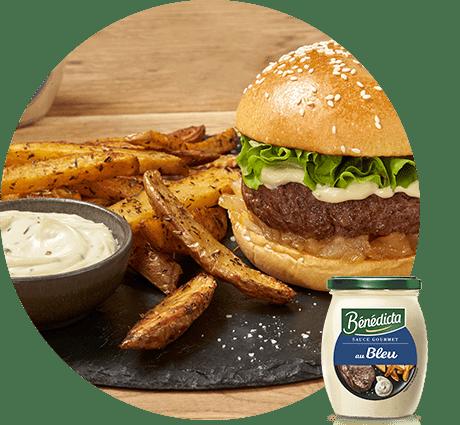 Burger de charolais, chutney de poire, sauce au Bleu et frites au four