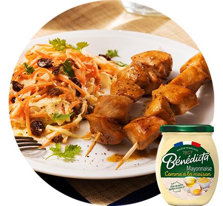 Salade Coleslaw et brochettes de poulet laqué