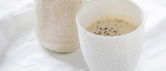 Lait fouetté au café, au beurre d'arachide et à la banane